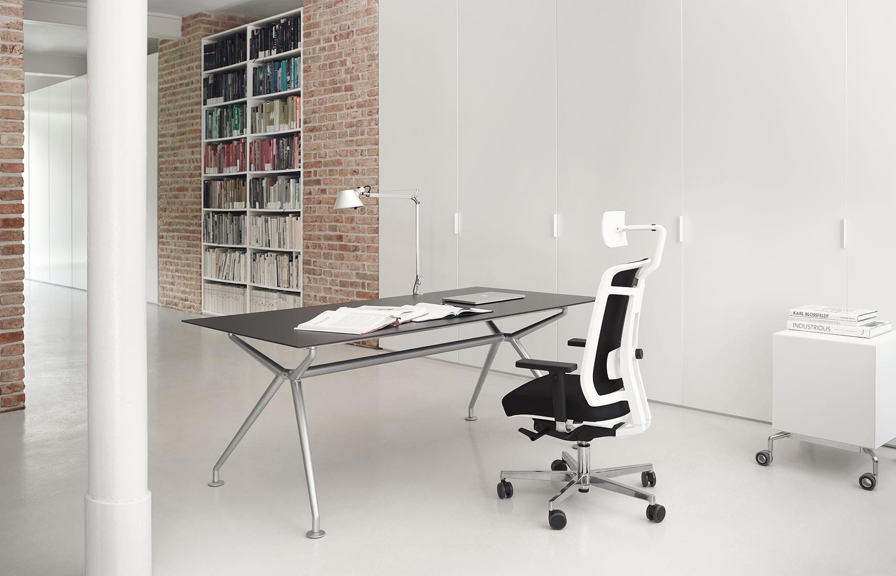 b rost hle aus frankfurt ergonomisches und gesundes. Black Bedroom Furniture Sets. Home Design Ideas